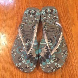 Havaianas slim flip flops size 7/8